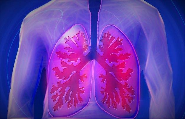 बलगम में खून आने के कारण और जोखिम कारक - Coughing up blood Causes & Risk Factors in Hindi
