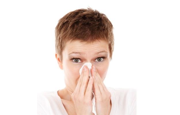 छींक आने के कारण व जोखिम कारक - Sneezing Causes & Risk Factors in Hindi
